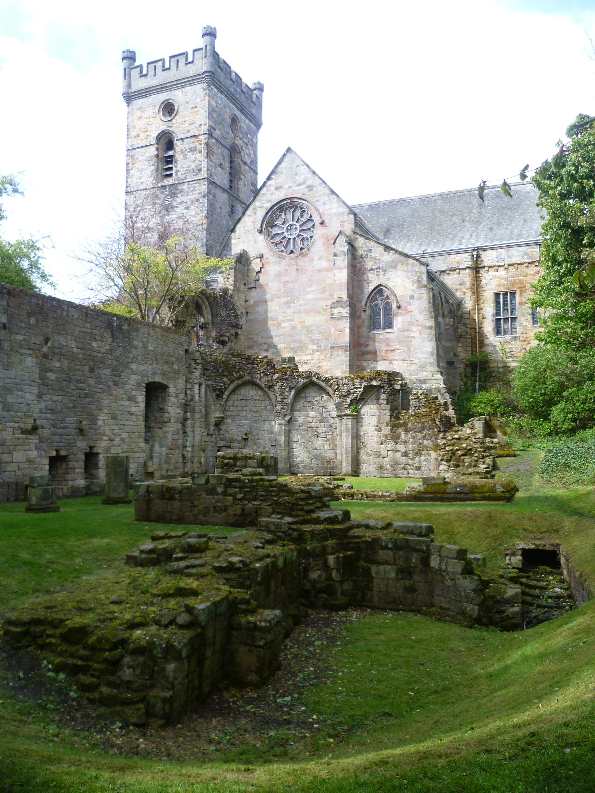 Culross_Abbey,_Fife,_Scotland
